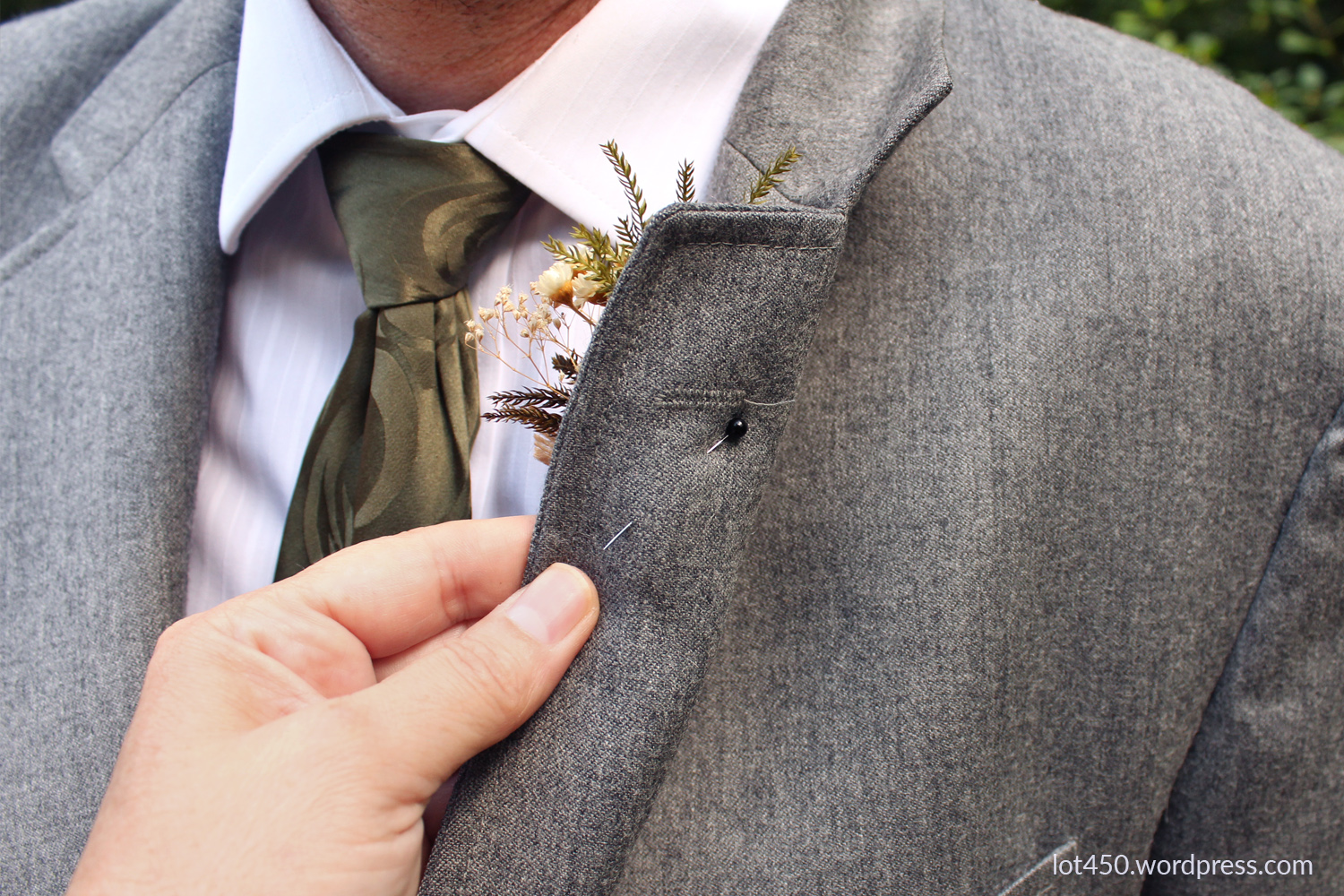 how to pin a boutonniere